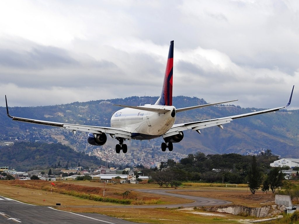 Delta Air Lines Fleet Boeing 737-732 N308DE final approach at Tegucigalpa Toncontin Int'l - MHTG, Honduras