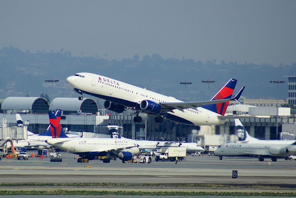 Delta Air Lines Fleet Boeing 737-900:ER N840DN at LAX departing to RDU