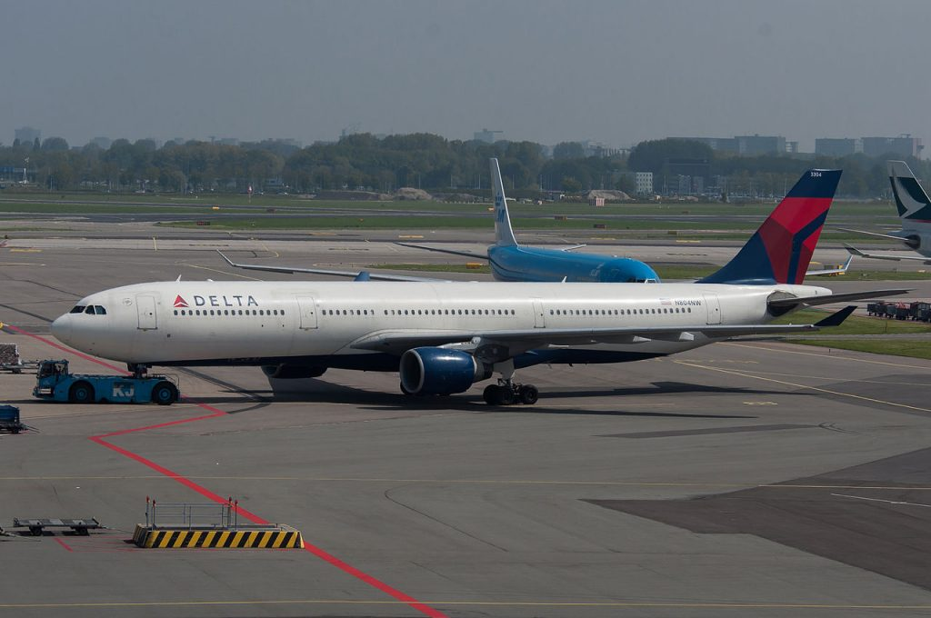 Delta Air Lines Fleet Long Haul Aircraft Airbus A330-300 N804NW at AMS Photos