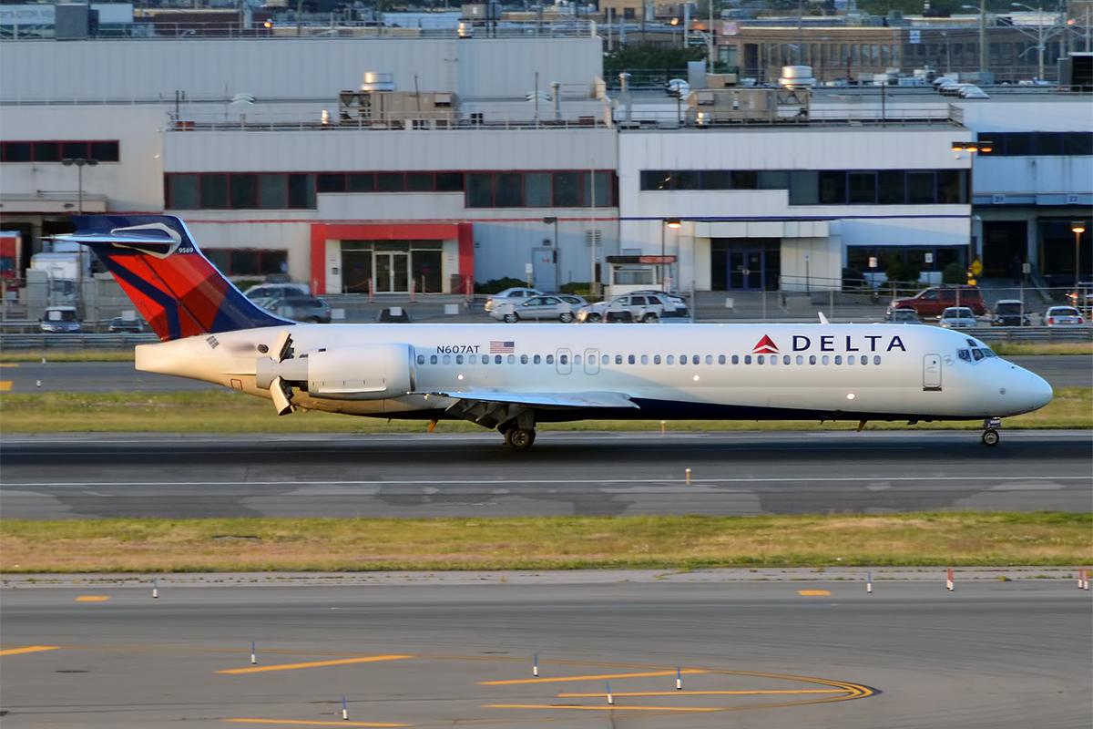 Delta Air Lines Fleet N607AT Boeing 717-231 Photos