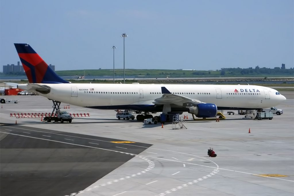 Delta Air Lines Fleet N806NW Airbus A330-323 Wide Body Aircraft photos