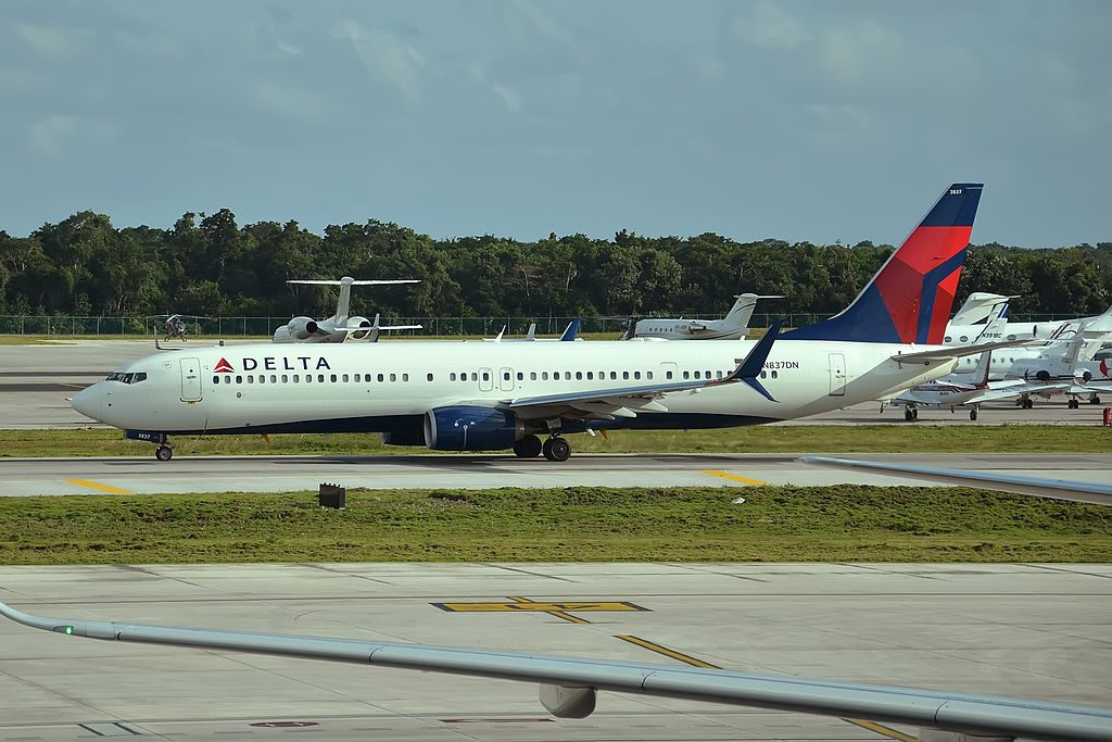 Delta Air Lines Fleet N837DN Boeing 737-932ER Taxiing in Runway Photos