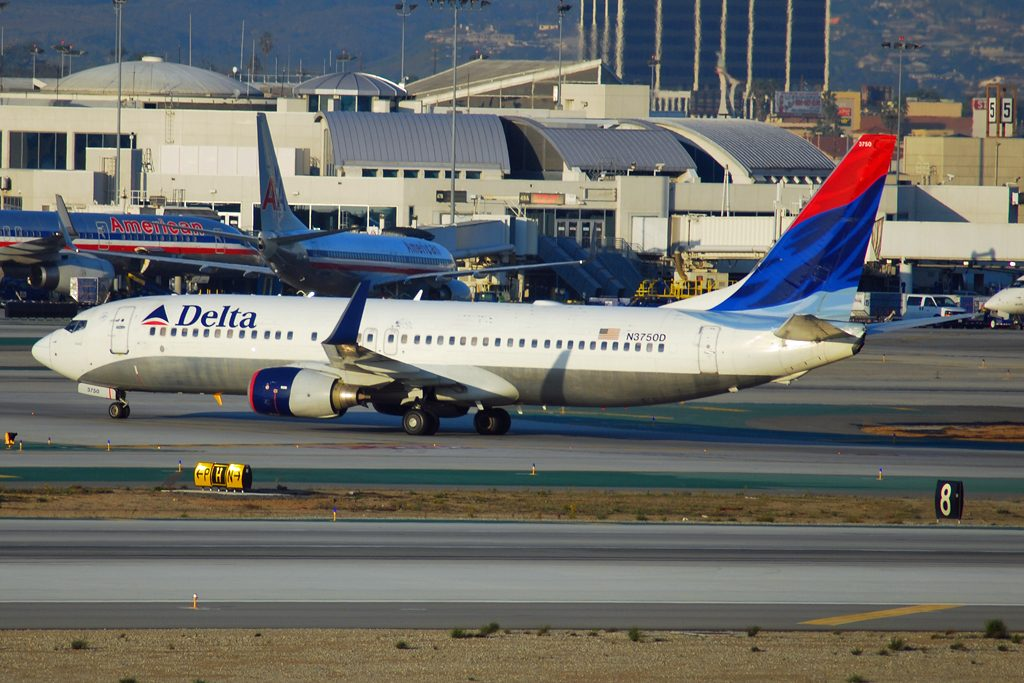 Delta Air Lines Fleet Old Livery Boeing 737-800 N3750D @LAX