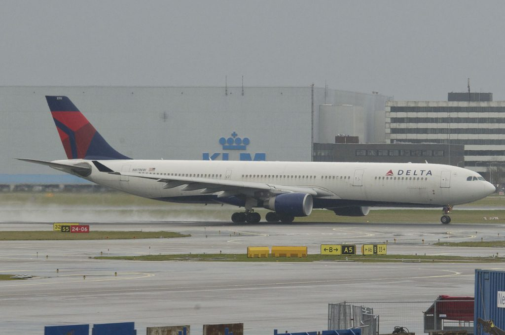 Delta Air Lines Fleet Wide Body Aircraft Airbus A330-300; N811NW @AMS