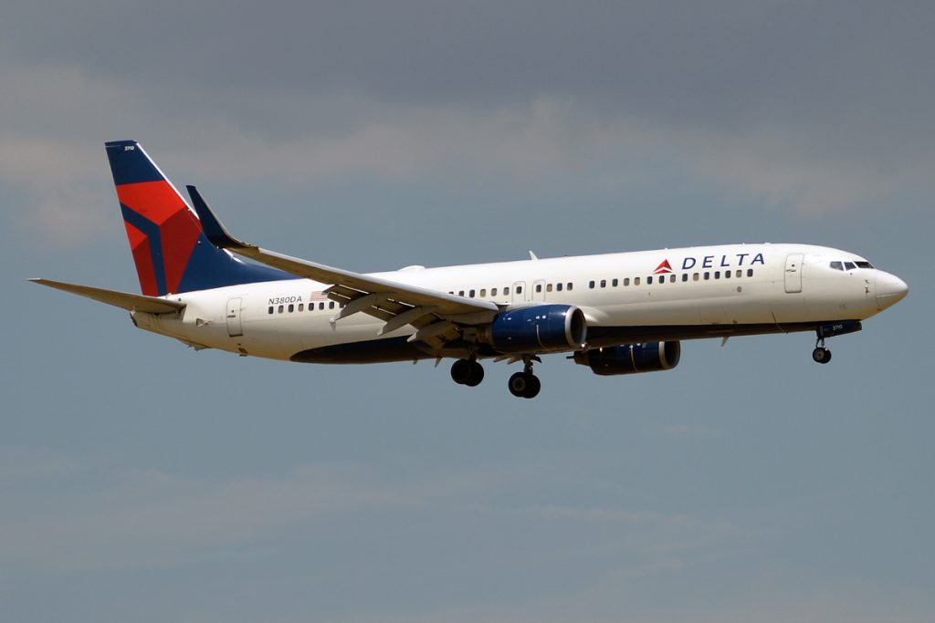 Delta Air Lines, N380DA, Boeing 737-832 Final Approach at John F. Kennedy International Airport