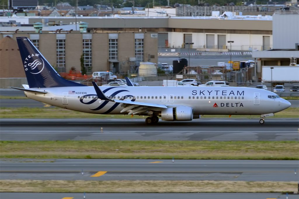 Delta Air Lines, N381DN, Boeing 737-832 Skyteam Livery at John F. Kennedy International Airport