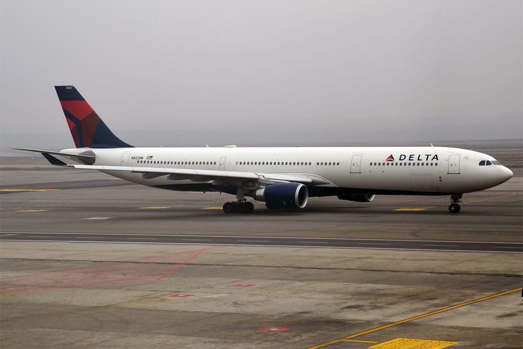 Delta Air Lines N822NW Airbus A330-302 at Milan Malpensa Airport