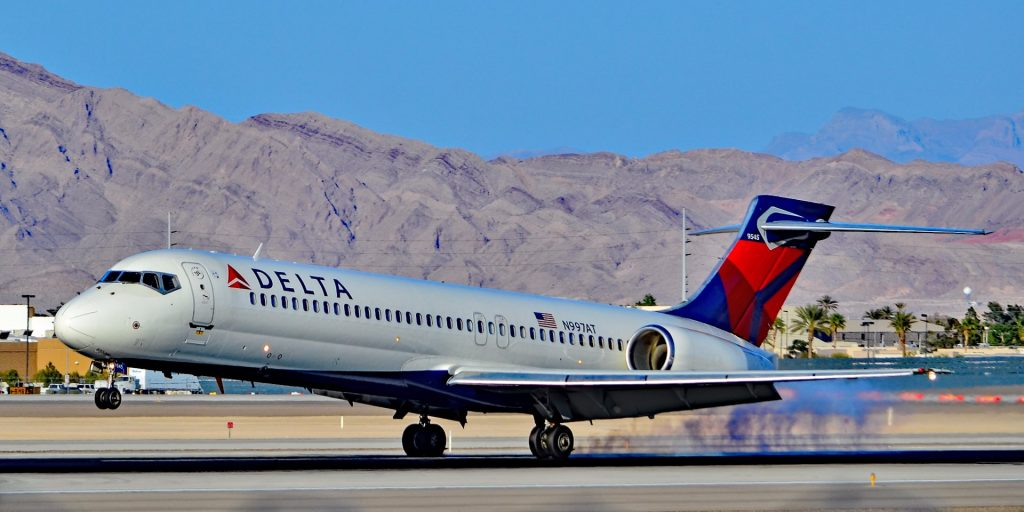 Delta Air Lines Narrow Body Boeing 717-200 N997AT Landing Photos