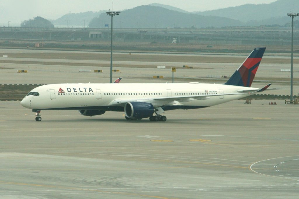 Delta Air Lines Wide Body Aircraft - Airbus A350-941 (N508DN) Taxiing photos