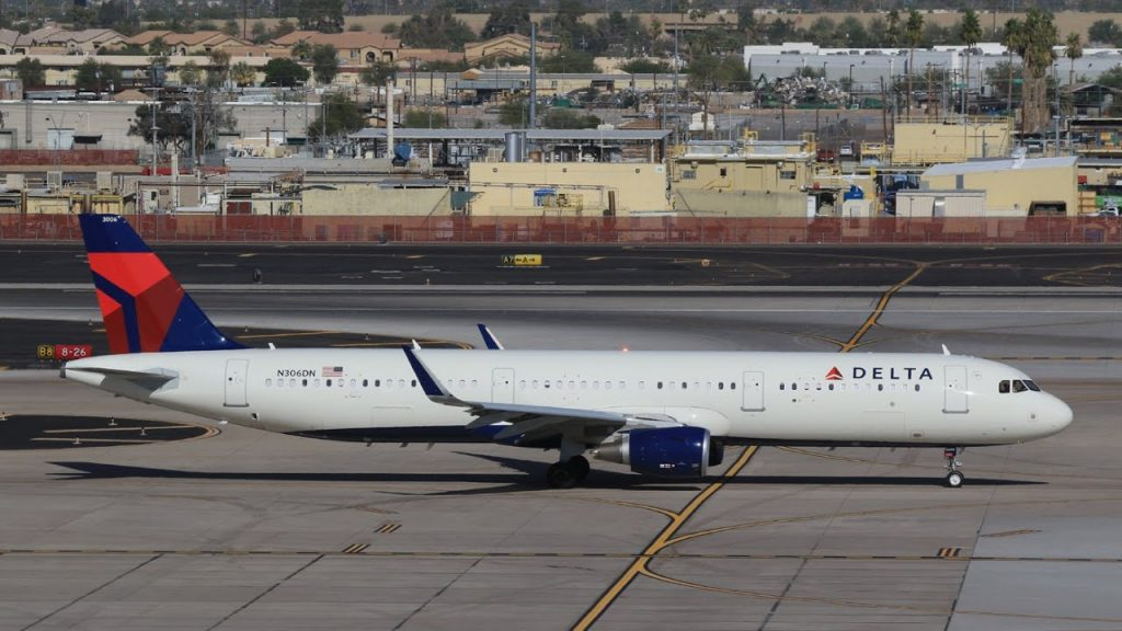 Delta Air lines Airbus A321-200 N306DN PHX 17 December 2016 - Inagural DL A321 PHX departure