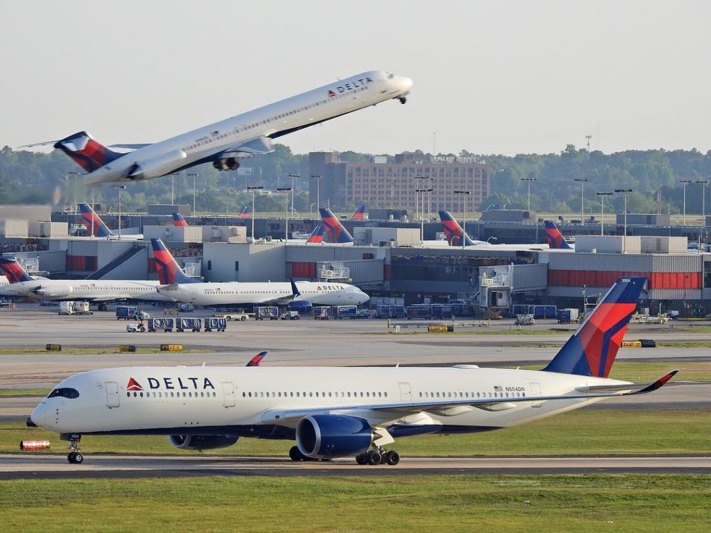 Delta Air lines Airbus A350-941XWB N504DN Taxiing Photos