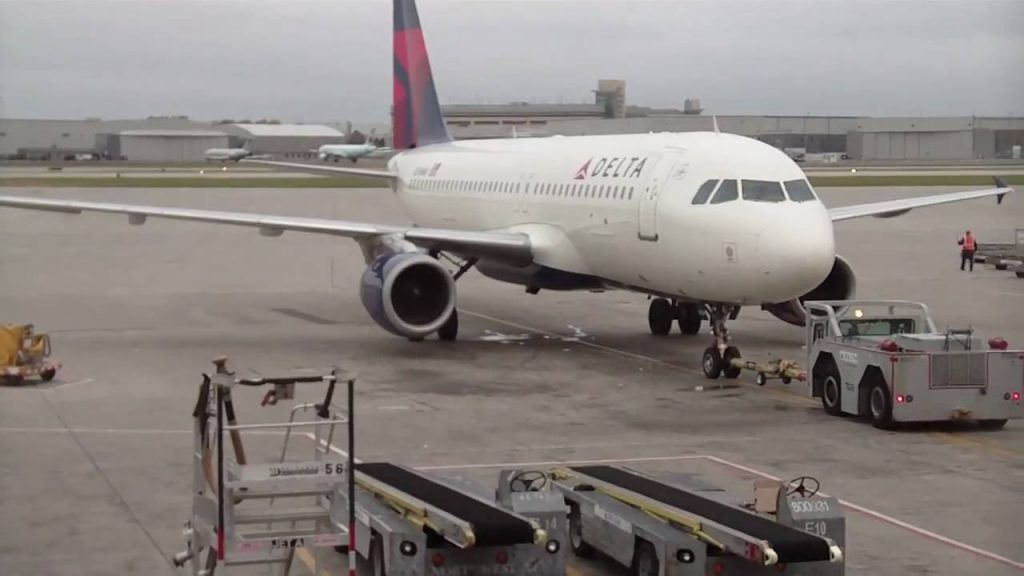 Delta Airlines A320-200 Pushback : Start up : Taxiing Photos