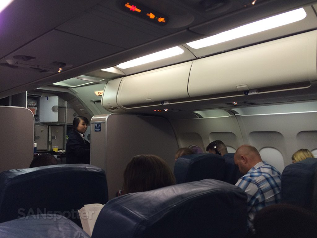Delta Airlines A320-200 first class Cabin San Diego to Minneapolis @SANspotter