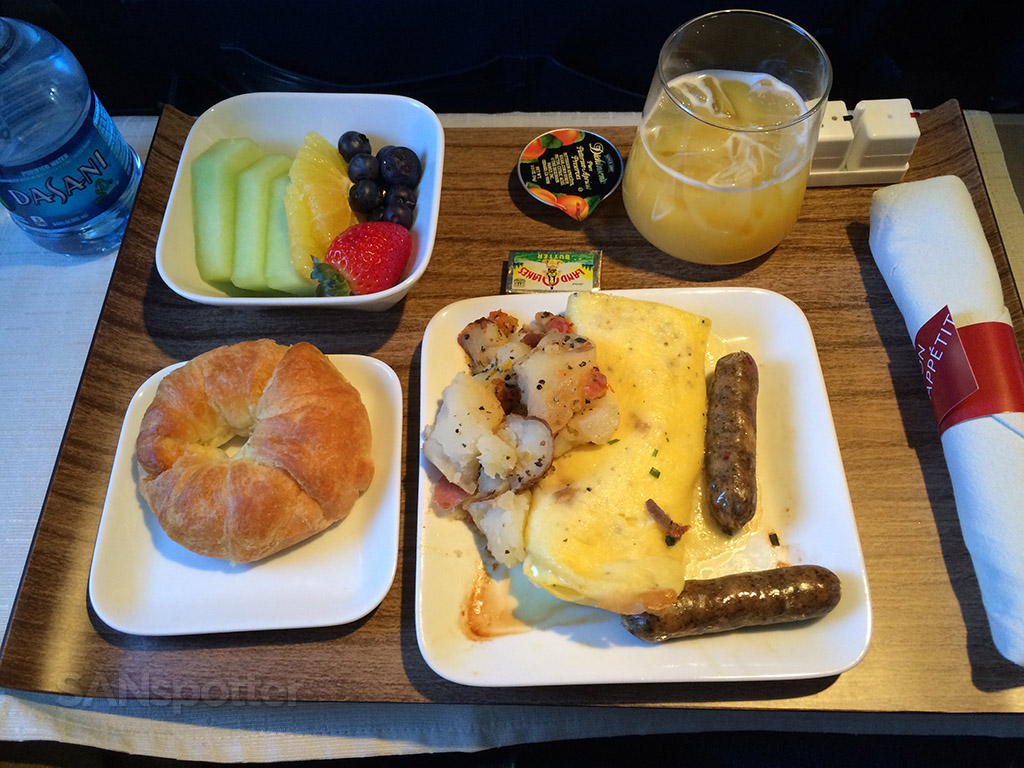 Delta Airlines A320 first class omelet breakfast San Diego to Minneapolis @SANspotter
