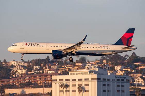 Delta Airlines A321-211 arriving at San Diego International Airport SAN