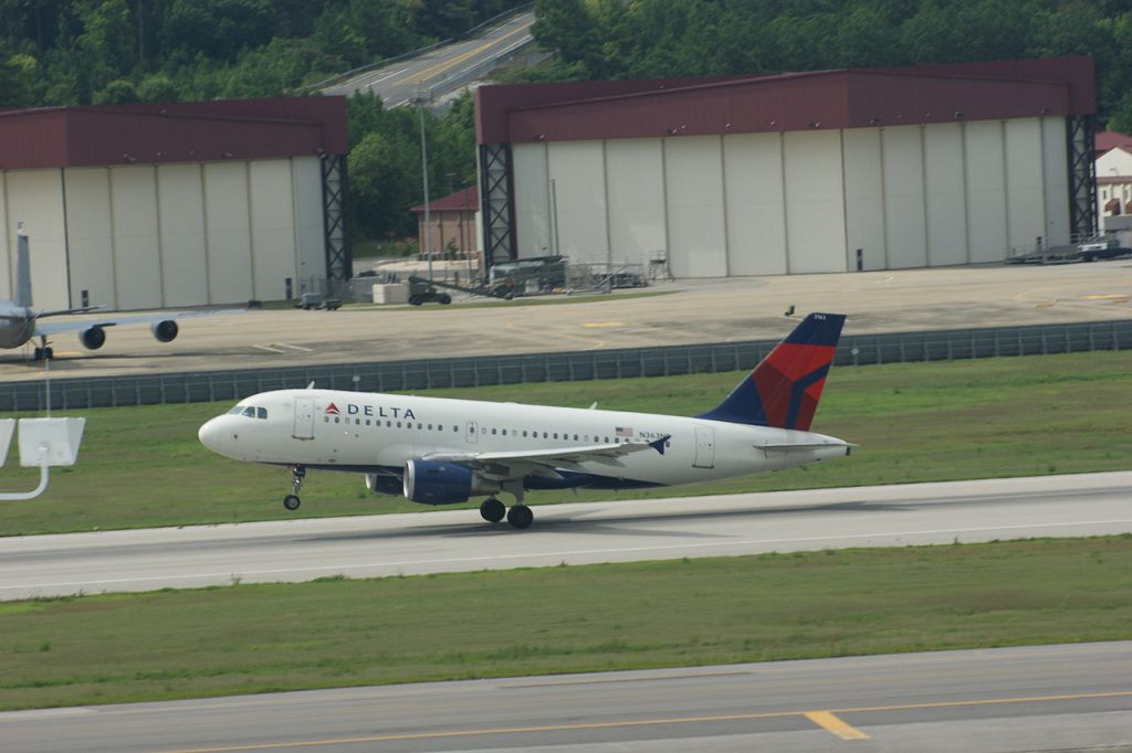 Delta Airlines Airbus A319-100 N363NB takeoff rotation Birmingham-Shuttlesworth International Airport on runway 24