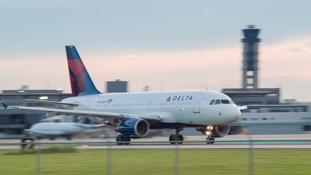 Delta Airlines Airbus A319-114 N352NB Taking Off from Louis Armstrong New Orleans International Airport