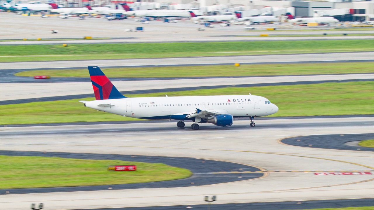 Delta Airlines Airbus A320-200 N350NA Breaking After Landing on Runway at Hartsfield Jackson Atlanta International Airport