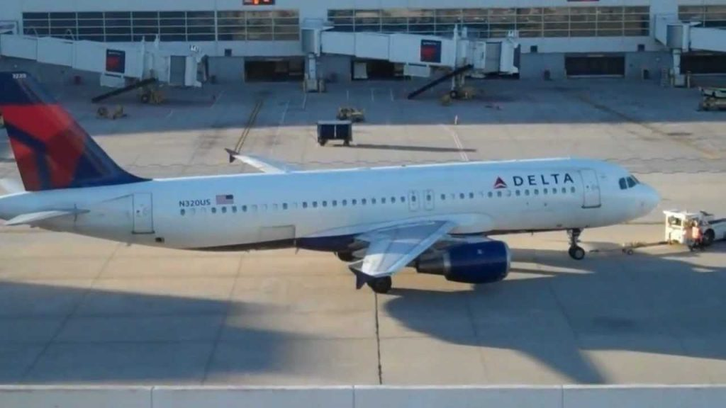 Delta Airlines Airbus A320-200 Pushback And Taxi DTW | N320US