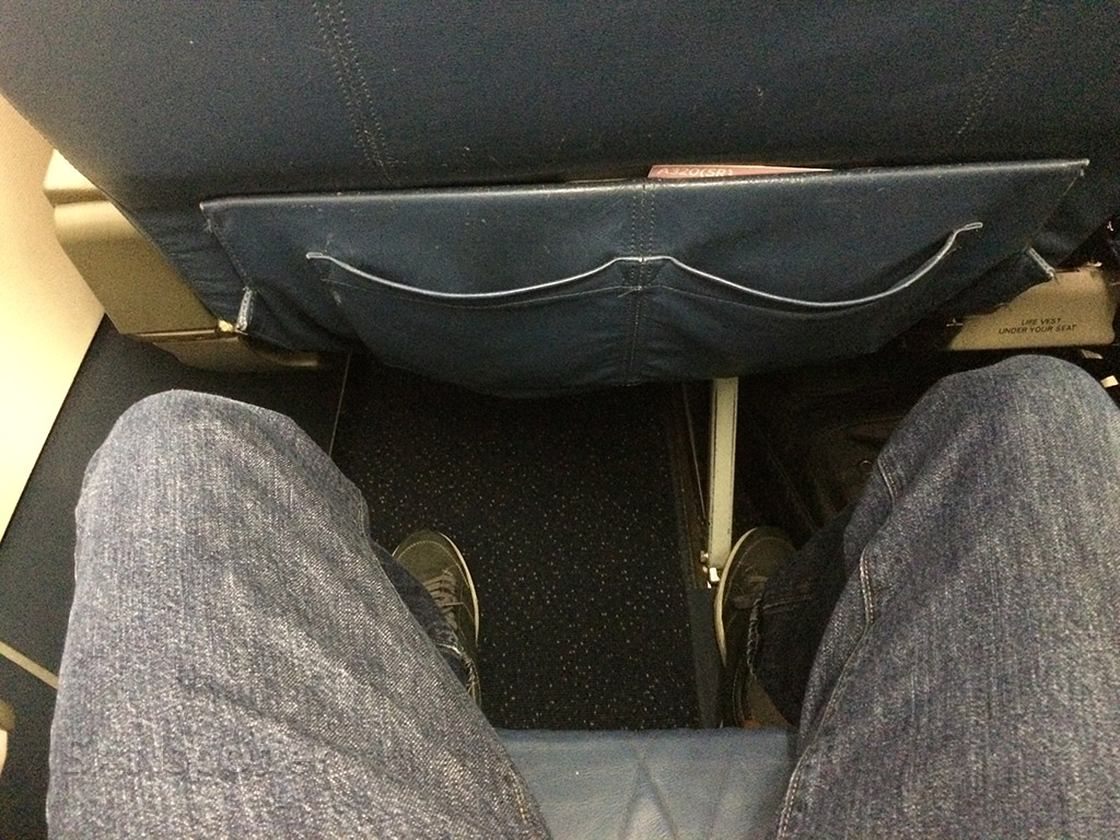 Delta Airlines Airbus A320-200 first class seat pitch legroom San Diego to Minneapolis