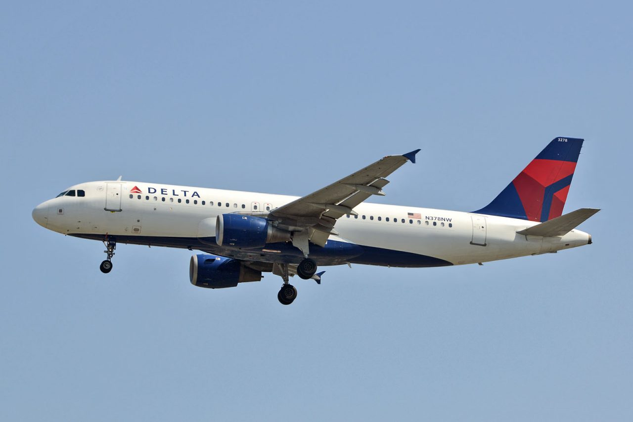 Delta Airlines Airbus A320-212 N378NW Photos