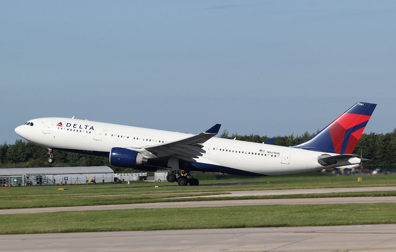 Delta Airlines Airbus A330-223 N861NW Take off photos