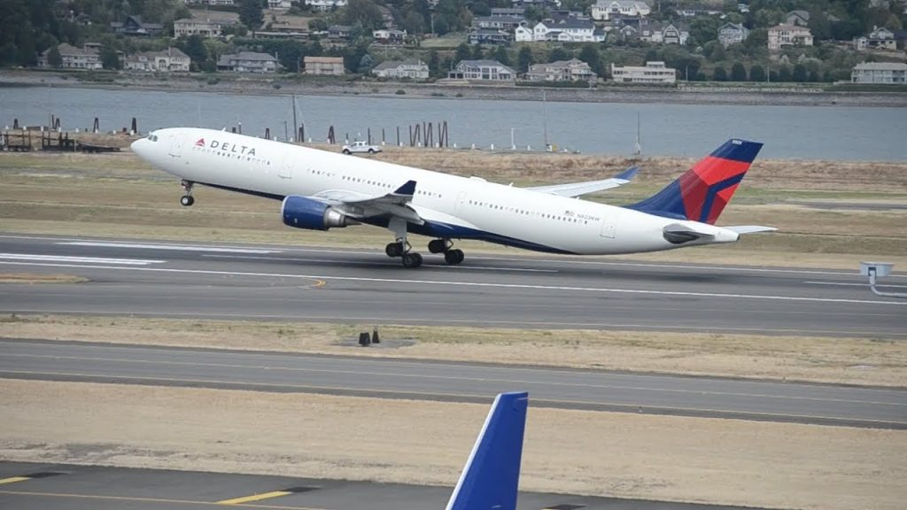 Delta Airlines Airbus A330-300 [N823NW] Takeoff From PDX