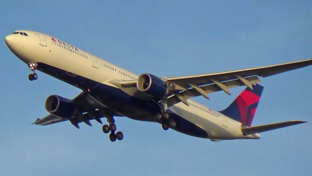 Delta Airlines Airbus A330-300 N826NW Landing at New York's John F. Kennedy Int'l Airport (JFK)