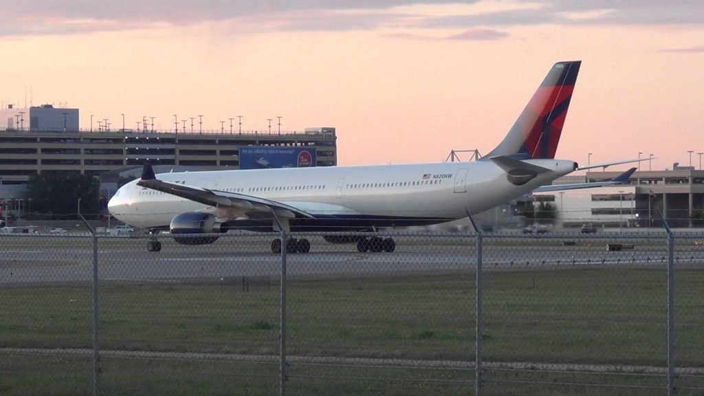 Delta Airlines Airbus A330-323 Takeoff RWY 30L | N820NW | Minneapolis International