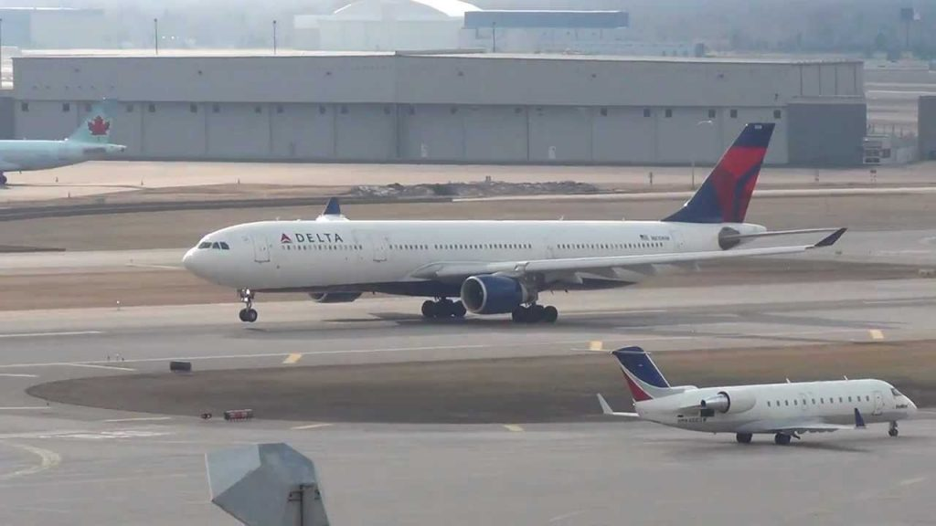 Delta Airlines Airbus A330-323X | N810NW | Takeoff 12R | Minneapolis International