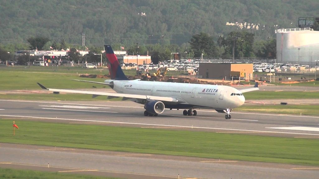 Delta Airlines Airbus A330-323X Takeoff 30L | N809NW | Minneapolis International Airport