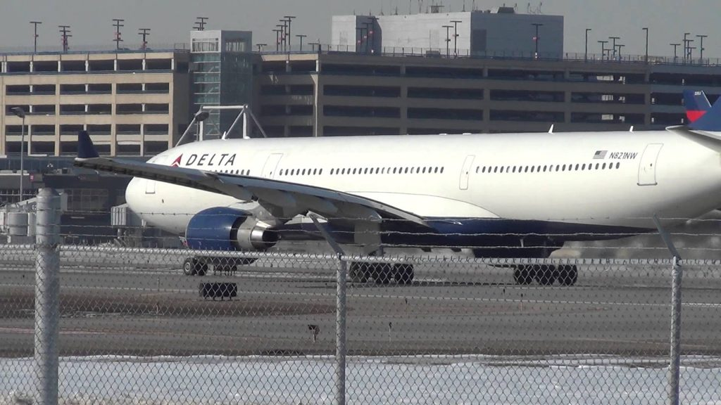 Delta Airlines Airbus A330-323X Takeoff 30L | N821NW | Minneapolis International