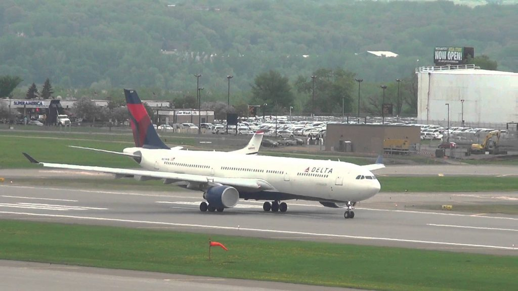 Delta Airlines Airbus A330-323X Takeoff | N819NW | Minneapolis International Airport
