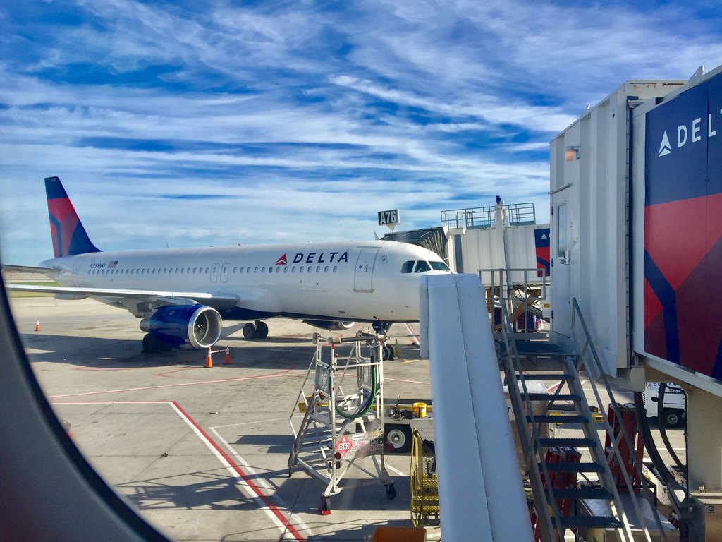 Delta Airlines Fleet Airbus A320-200 N335NW Parking at Detroit Photos