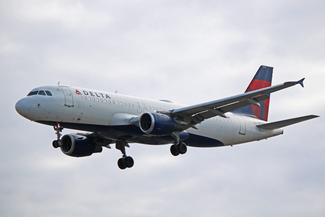 Delta Airlines Fleet Airbus A320-200 N376NW Toronto Pearson International Airport