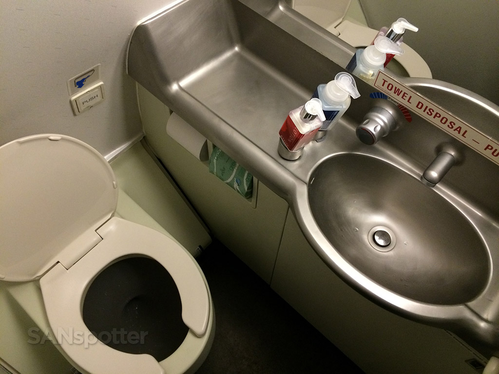 Delta Airlines airbus A320-200 first class bathroom lavatory San Diego to Minneapolis