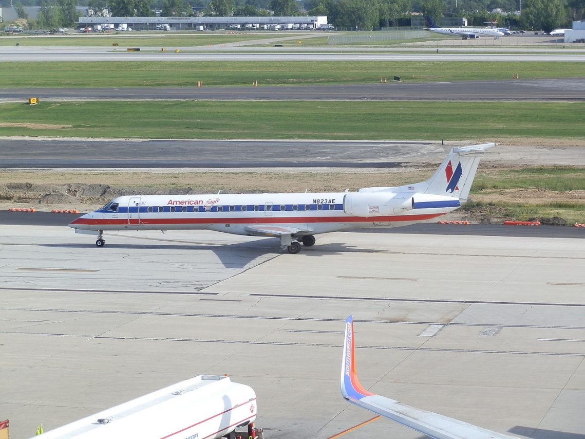 Envoy (American Eagle) Airlines Embraer ERJ-140 N823AE KCMH at Port Columbus