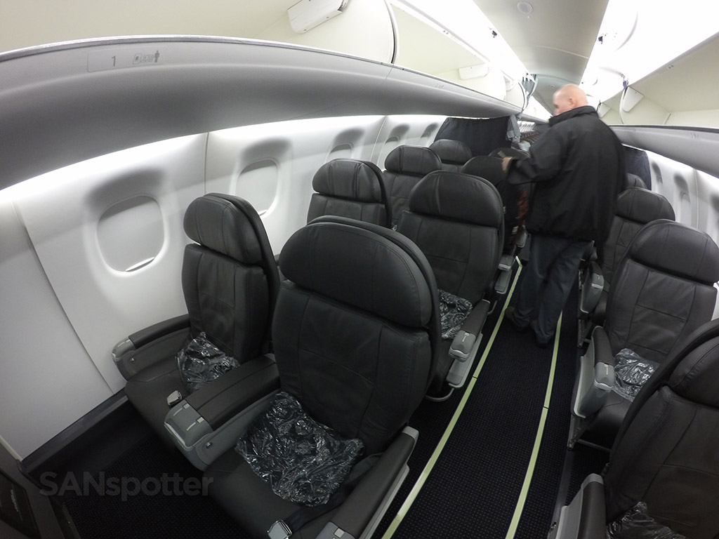 First class cabin American Eagle Airlines Embraer ERJ-175 @SANspotter
