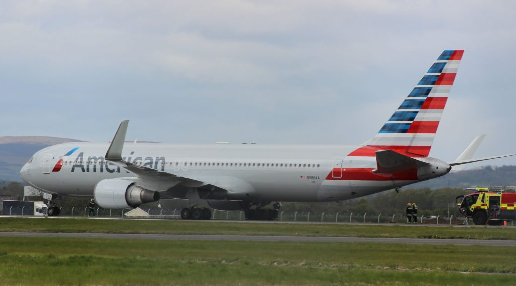 Hard & Loud Emergency Landing by American Airlines Boeing 767-300ER at Glasgow Airport