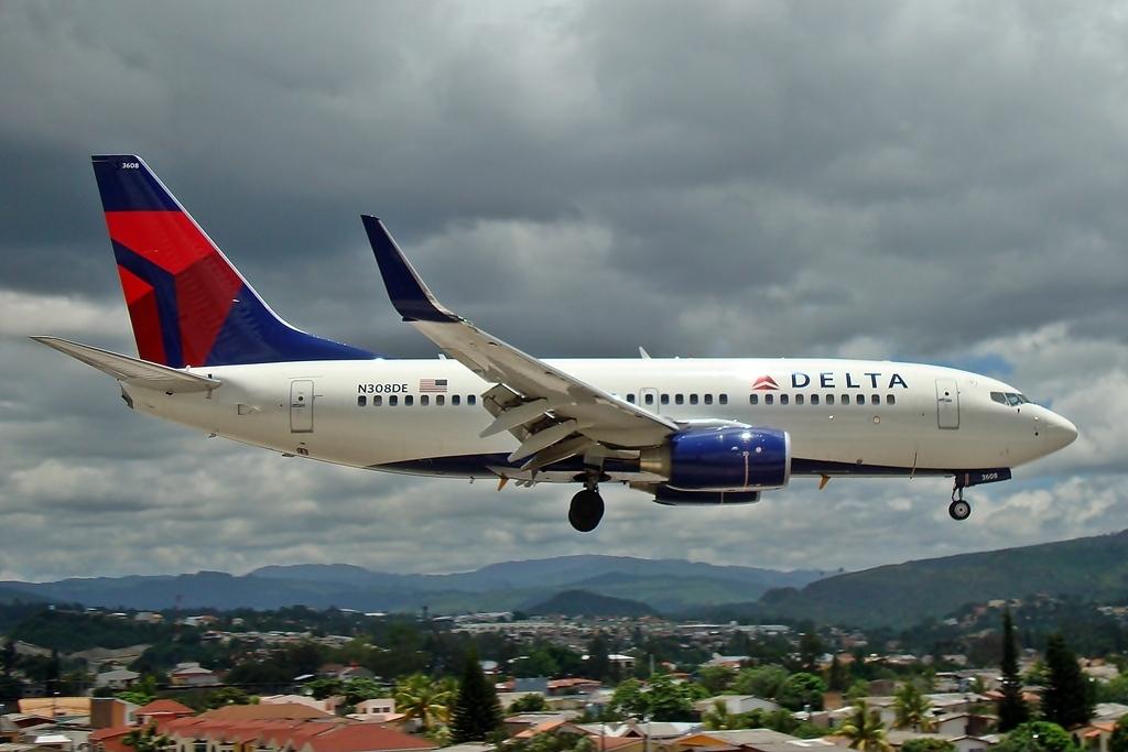 Location Tegucigalpa Toncontin Int'l - MHTG, Honduras Aircraft type Boeing 737-732 Operator Delta Air Lines Registration N308DE
