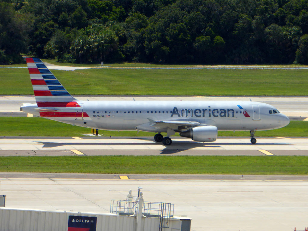 N126UW Airbus A320-214 cn 4149 American Airlines Tampa International Airport