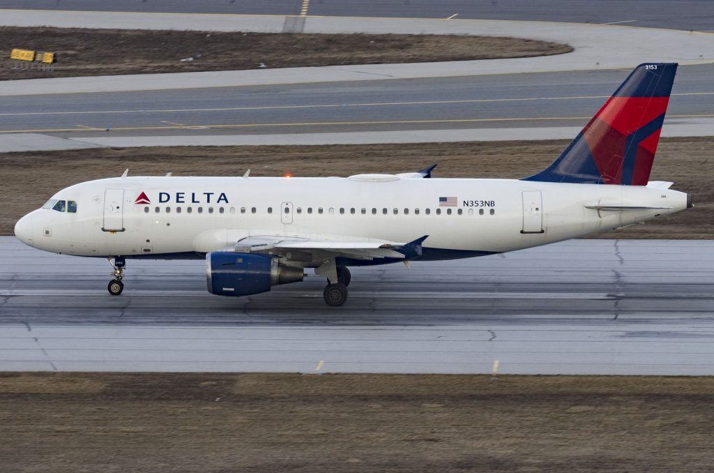 N353NB Airbus A319-114 Delta Air Lines Rolling down the runway at Toronto