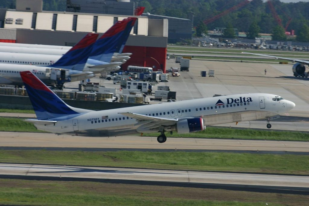 N3758Y Boeing 737-800 Delta Air Lines Aircraft Fleet Take off from Hartsfield-Jackson Atlanta International
