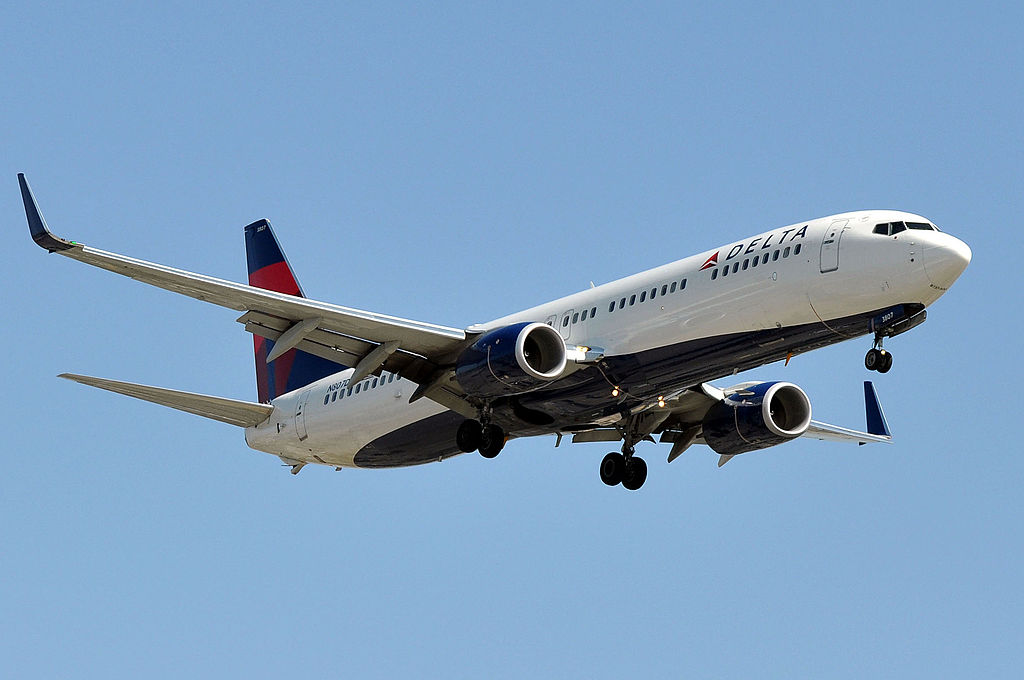 N807DN Delta Air Lines Boeing 737-932(ER) - cn 31921 - ln 4682 final approach at LAX AIRPORT