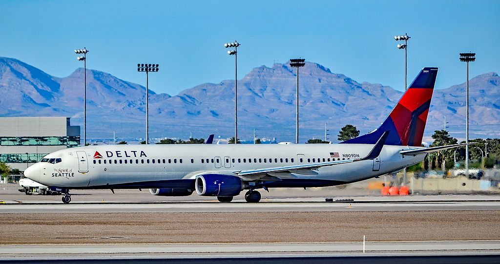N809DN Delta Air Lines 2013 Boeing 737-932(ER) - cn 31915 - 4704 The Spirit of Seattle Livery at Las Vegas - McCarran International Airport (LAS : KLAS) USA - Nevada