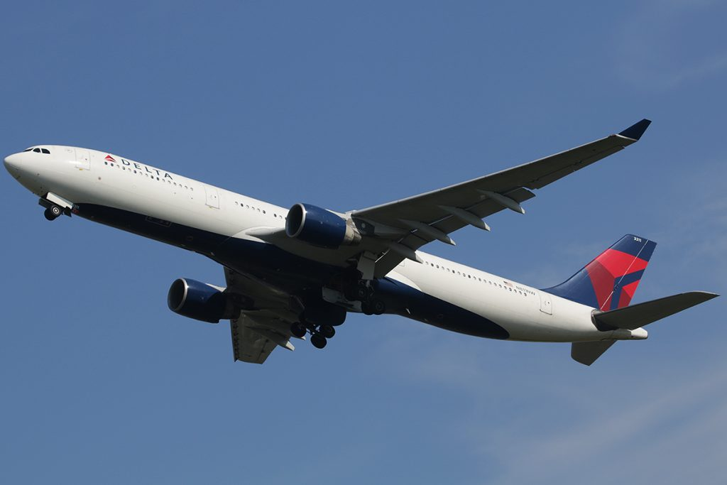 N811NW Delta Air Lines Airbus A330-300 Photos