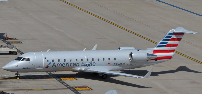 Skywest-American Eagle : CRJ-200 : N492SW Terminal 4 : March 2014