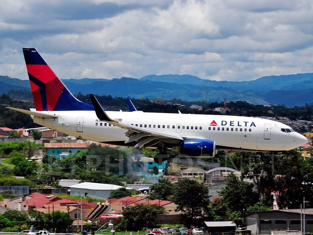 Tegucigalpa Toncontin Int'l - MHTG, Honduras Aircraft type Boeing 737-732 Operator Delta Air Lines Registration N306DQ