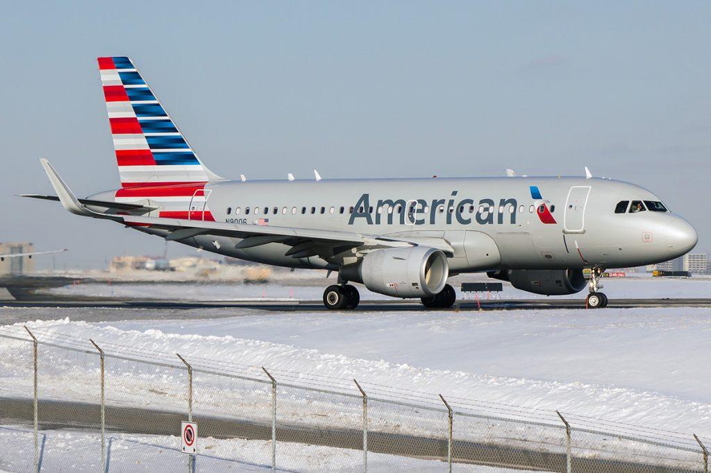 n9006 American Airlines Airbus A319 115wl Snow Runaway