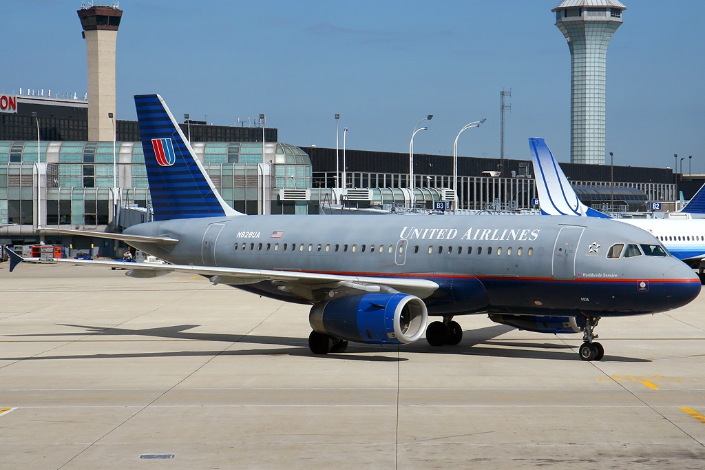 Airbus A319-131, United Airlines Fleet N828UA at Chicago - O'Hare International (ORD : KORD), USA - Illinois